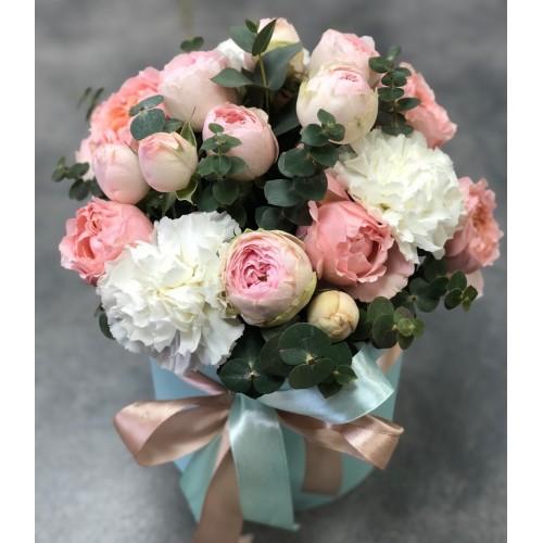 Коробочка з кущовими піоновидними трояндами Клео