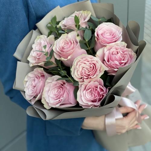 Букет з троянд і евкаліпта Жіночний