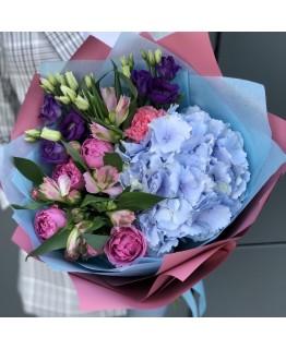 Букет з гортензії, альстромерії, еустоми та кущових троянд Лазурне небо