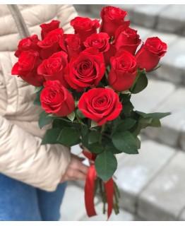 Букет з 15 червоних троянд