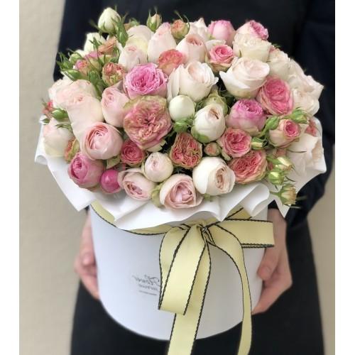 Коробка з кущових троянд і гвоздик Женева