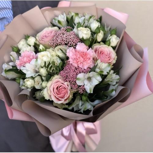 Букет з троянд та альстромерії Чарівна особа