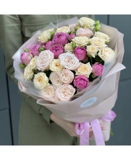 Букет з кущових троянд Садовий Мікс