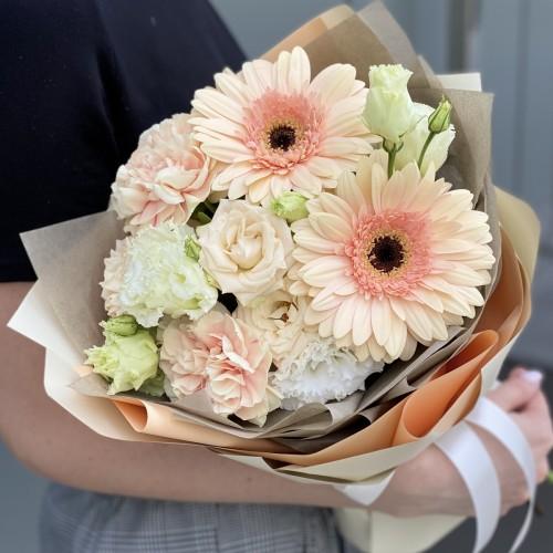 Букет з гербери, кущових троянд і еустоми Фреш