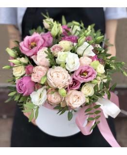 Коробка з еустоми та піоновидні троянд Зворушливі почуття