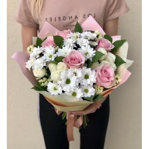 Букет із хризантем ,білих та рожевих троянд Барселона