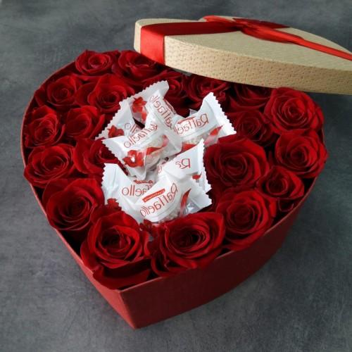 Серце з червоних троянд і Рафаелло № 5