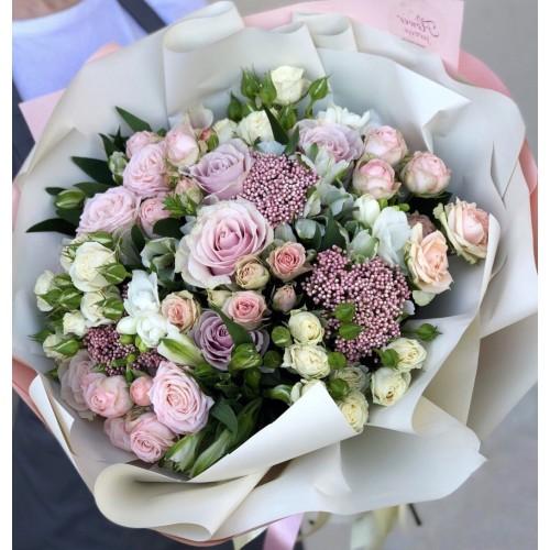 Букет з троянд та альстромерії Феєричний