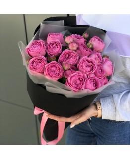 Букет з кущових піоновидних троянд Магія