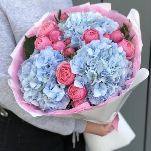 Букет з гортензії і кущової піновідної троянди Леонардо