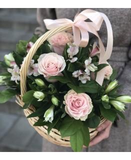 Кошик з рожевими трояндами Моя ніжна