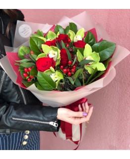 Букет з червоних троянд з орхідеями Осяяння