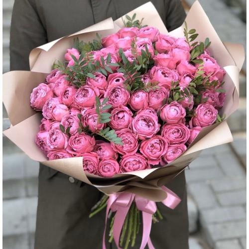 Букет з кущових піоновидних троянд Рожева насолоду