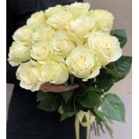 15 білих троянд