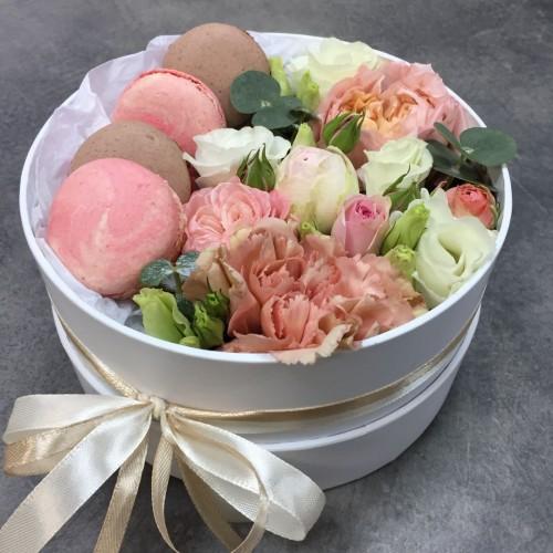 Коробочка з квітами і macarons Рожевий оксамит