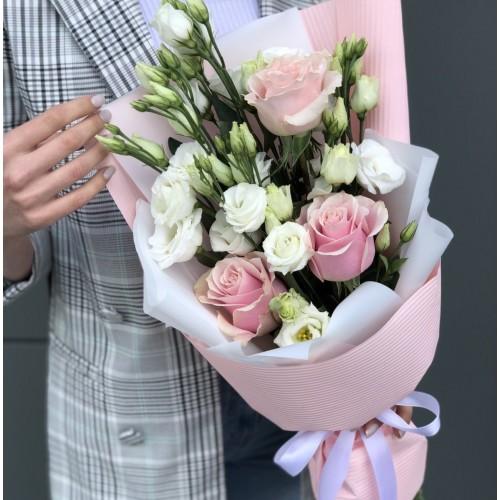Букет з еустоми та троянд Трепетний