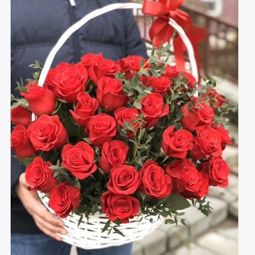 Кошик з 51 червоної троянди