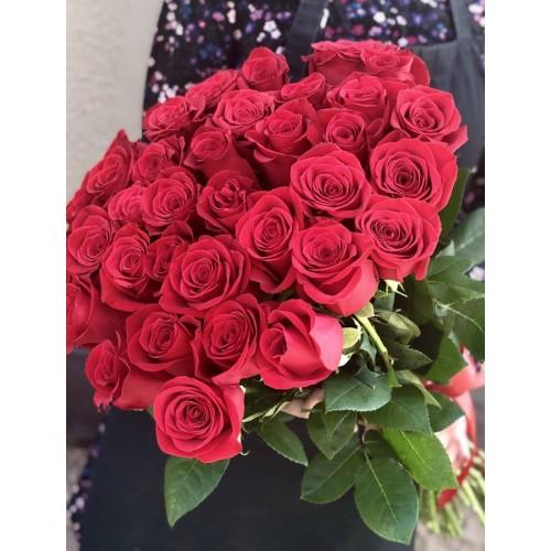 Букет з 35 червоних троянд