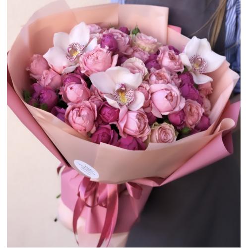 Букет Рум'яна зоря з рожевими трояндами