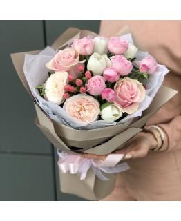 Букет з тюльпанів і піоновидних кущових троянд Захоплення
