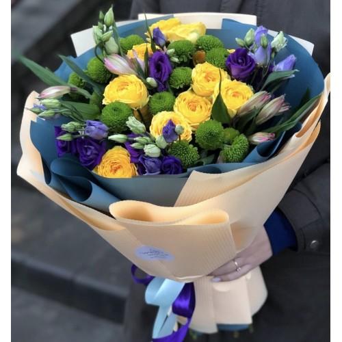 Букет з кущових піоновидних троянд Смайлик