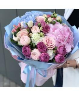 Букет з гортензії, кущових піоновидних троянд і еустоми Верона
