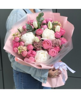 Букет з піонів, тюльпанів і піоновидних кущових троянд Рожеві мрії