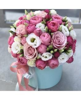 Композиція з піоновидної кущової троянди і еустоми Мілій кокетці