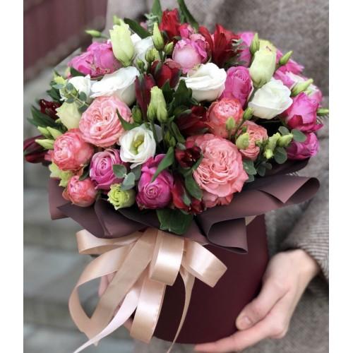 Коробка з еустоми, кущових троянд та альстромерії Шовк