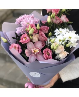 Букет з хризантеми і еустоми Ейвері