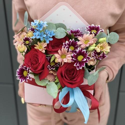 Конверт з червоної троянди, оксіпеталума, хризантеми і евкліпта Час любити