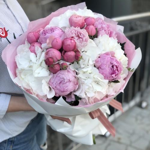 Букет з гортензії, півонії та піоновидної троянди Малинові сни