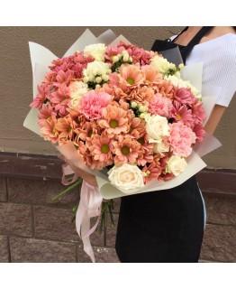 Букет з хризантемою і кущовою трояндою Монтана