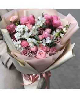 Букет з альстромерії, кущових троянд, озотамнуса, матіоли і еустоми Марсель