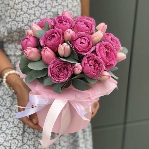 Коробка з піоновидні кущових троянд і тюльпанів Едем