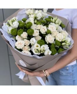 Букет із хризантем, еустоми та Кутової троянди Презент