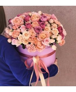 Коробка з кущових троянд і гвоздик Тоскана