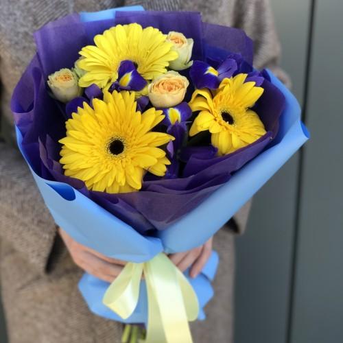 Букет з гербер, ірису і кущових троянд Кейптаун