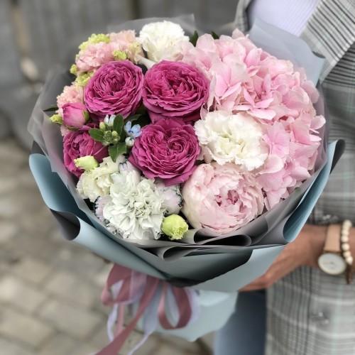 Букет з півонії, кущових піоновидних троянд і гортензії Каста Діва