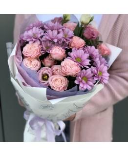 Букет з кущових троянд, хризантеми і еустоми Лаура