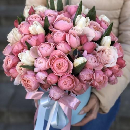 Хет коробка з тюльпанами і піоновидні трояндами Магія Любові