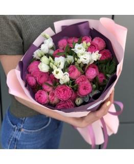 Букет з піоновидних кущових троянда і еустоми Зустріч закоханих