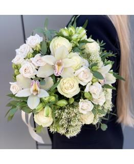 Букет з кущових троянд, альстромерії і цимбидиума Адель