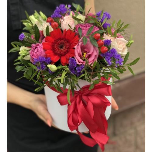 Коробка з еустоми з рожевими трояндами Яскраві емоції