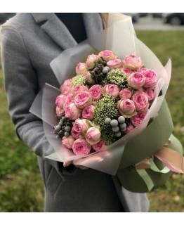 Букет Сієрра з рожевими трояндами