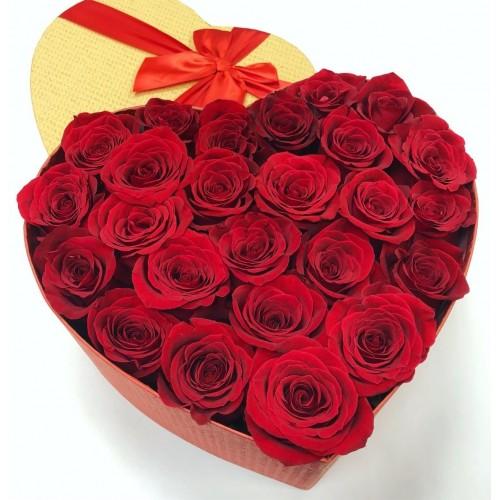Коробка серце з 25 червоних троянд