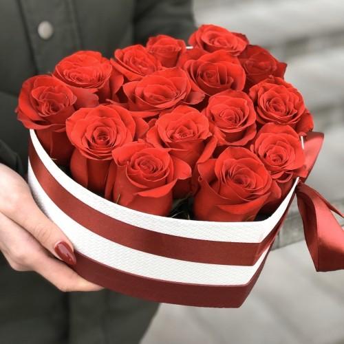 Серце з червоними трояндами Скарлетт