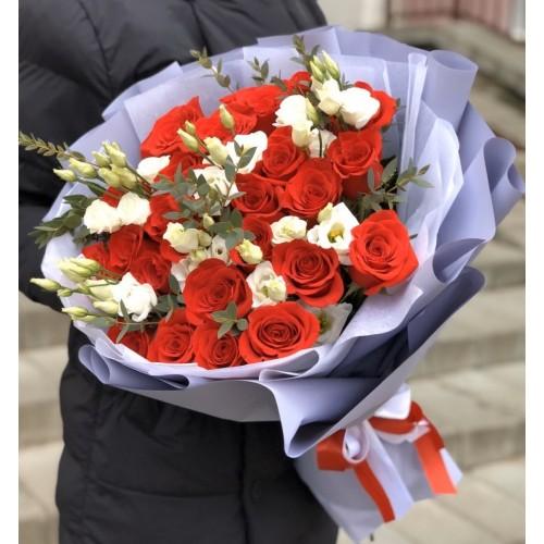 Букет з червоних троянд і еустоми Любов