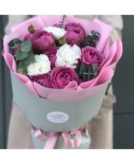 Букет з кущових піоновидних троянд і Діантус Лілас