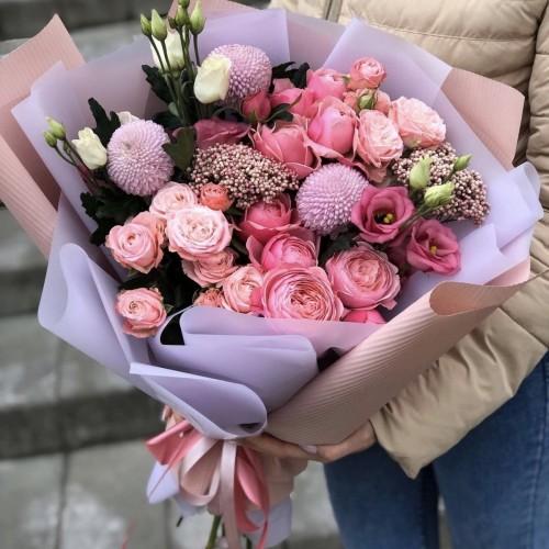 Букет з кущових троянд, еустоми та озотамнуса Пудра